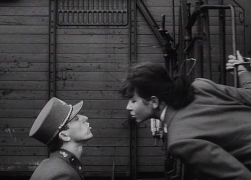 Milos és Mása (Jitka Bendová) csókig el nem jutó jelenete.