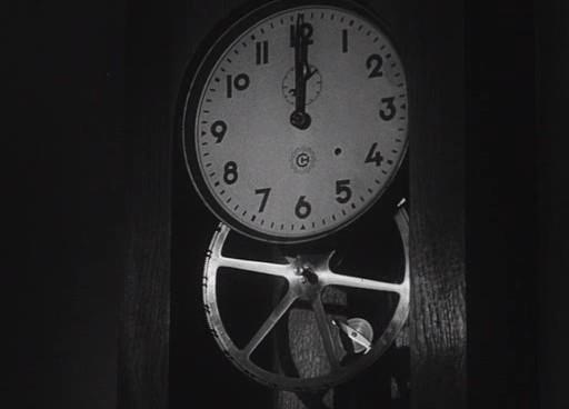 Az óra – a film visszatérő motívuma.