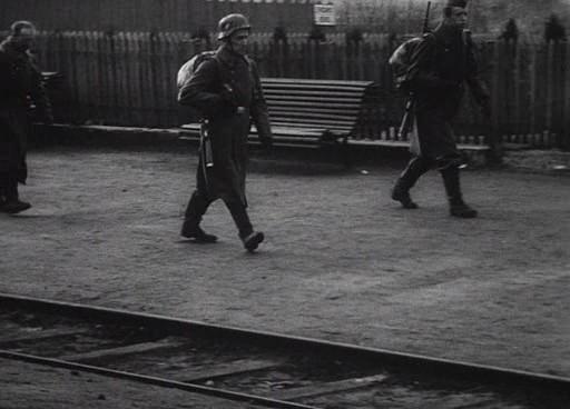 Érkeznek a német katonák.