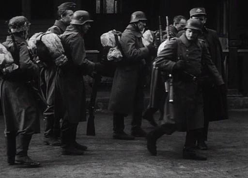 A fáradt katonák nem félelmetesek, inkább szánalomra métlóak.