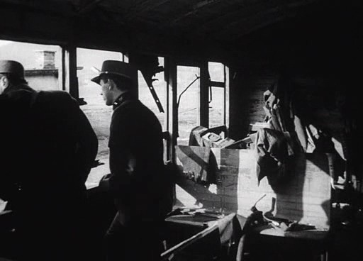 Tapicka beavatja Milost a vonat felrobbantásának tervébe.