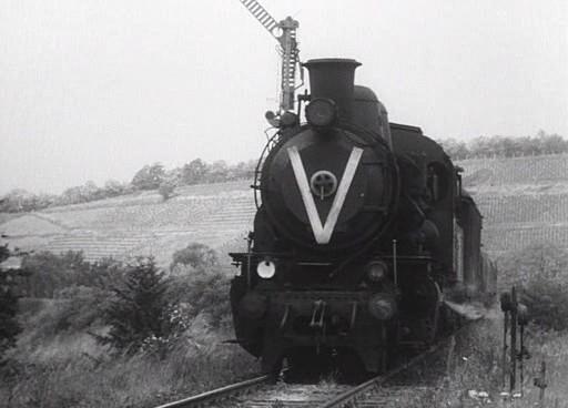 A vonat lelassít.
