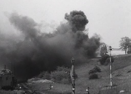 A robbanás okozta füst.