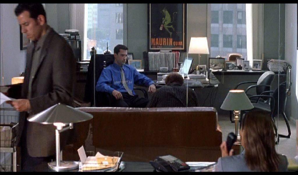 """A stúdió emberének közbelépése – """"Találj ki egy sztorit!"""" (high-key megvilágítás, ugyanakkor Charlie gyötrelme)"""