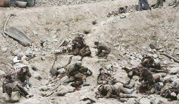Jeff Wall: Halott katonák beszélgetnek