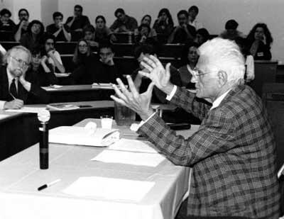 Jacques Derrida előadás közben