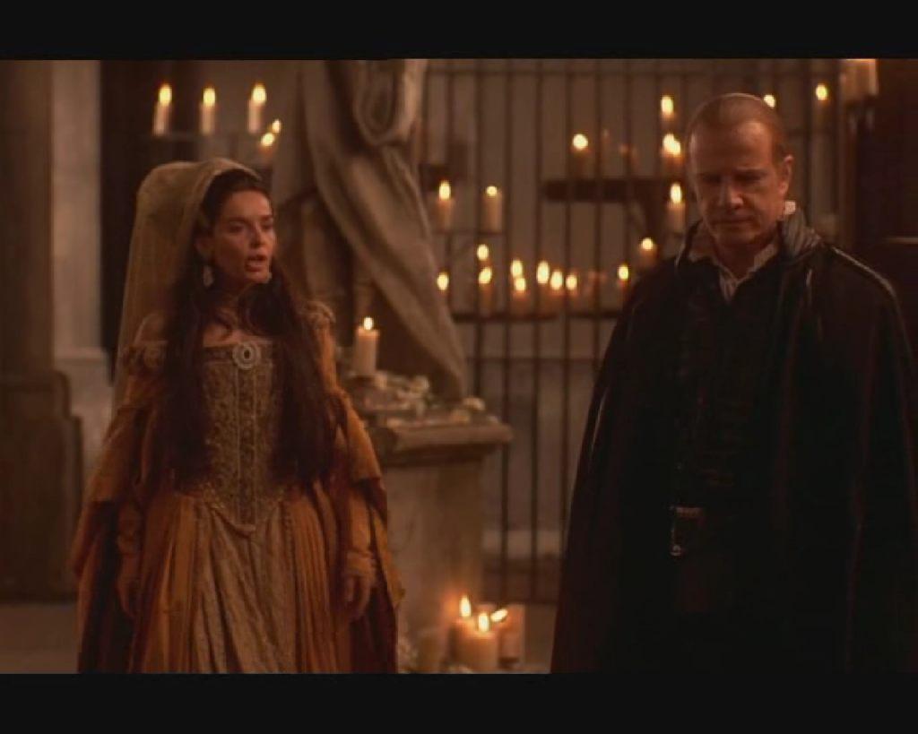 Christopher Lambert a Bíró, Ruy de Mendoza és Blanca Marsillach Carmen de Jaramillo grófné szerepében