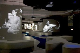 Fig 2 Filmscape, Andy Warhol – Other Voices, Other Rooms, 12.10.07 - 13.01.08, Stedelijk Museum Amsterdam. Photo: Gert Jan van Rooij