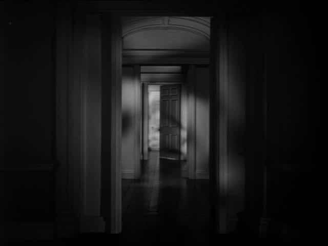 A kitáruló ajtók az Elbűvölve című filmben (Spellbound, Alfred Hitchcock, 1945)