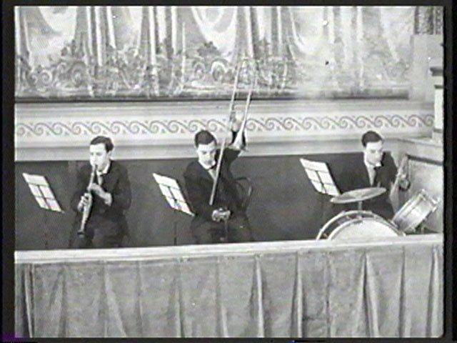 Keaton mint<em>L'homme orchestre</em> (Georges Melies, 1900)