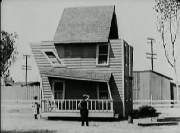 Keaton és a furcsa ház.