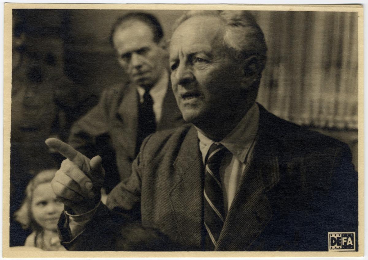 Előadás közben a DEFA-nál. Németország, 1949. MTAK Kézirattár és Régi Könyvek Gyűjteménye, Ms5022/180