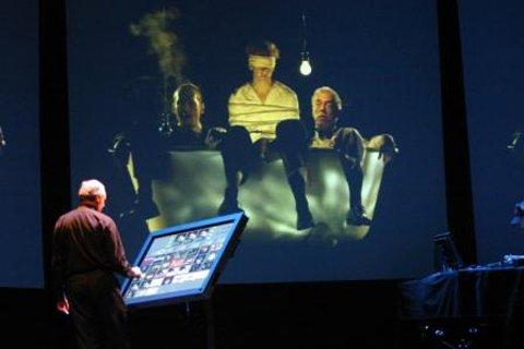 Peter Greenaway élő vj előadása közben