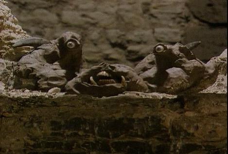 Mefisztó szemekre és szájra szétvált feje. <em>Faust</em> (Jan Švankmajer, 1994)