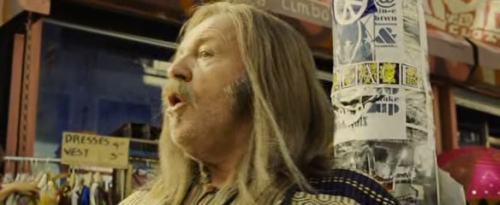 Joe Cocker a hippi szerepében.