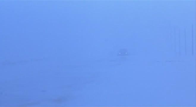 Megdermedt tél, fehér mezők, két fény (<em>Fargo</em>. Joel Coen, 1996)