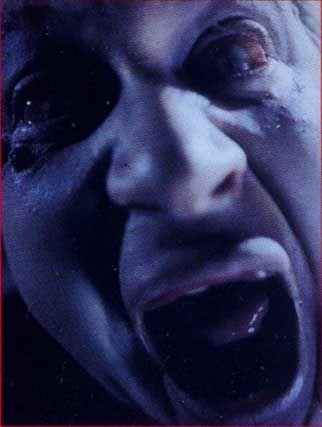 Közelkép egy zombiról a<em> Braindead</em> (1992, Peter Jackson) c. filmből.