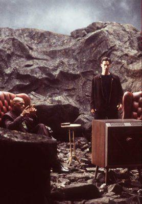 """Neo """" már nem látszat, amit a Mátrix vetít, hanem hús és vér ember, Valóság"""" (Mátrix. Andy és Larry Wachowski, 1999)"""