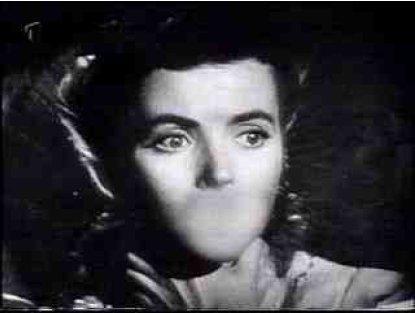 A gyilkos a néma Helent kitörölt szájjal látja