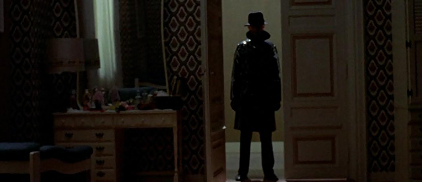 A giallo-gyilkosok ruházata az emberi identitás levedlését szolgálja.