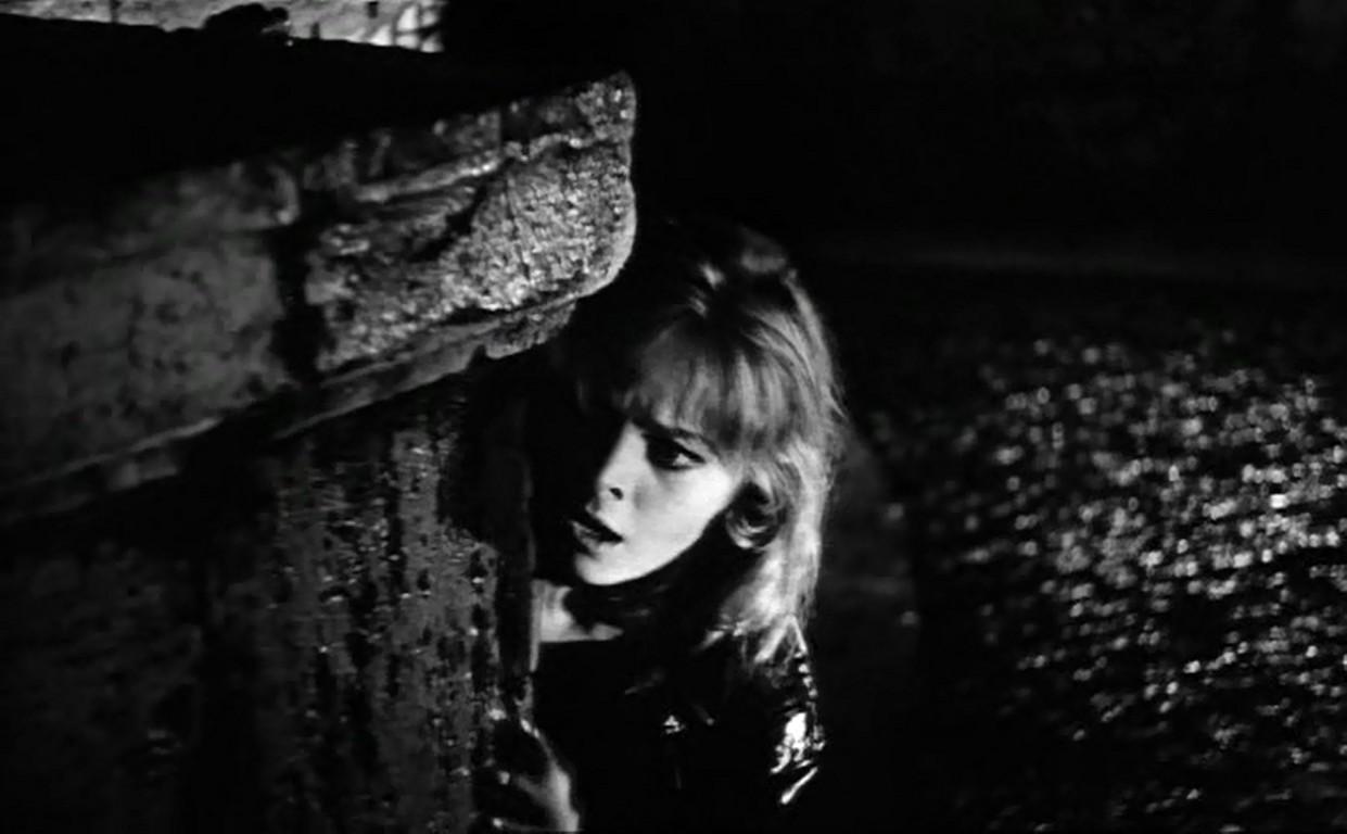 Az első vérbeli giallónak Mario Bava 1963-as A lány, aki túl sokat tudott című filmjét szokás tekinteni.