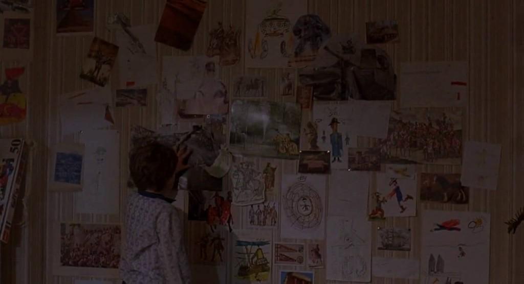 3. kép - Kevin szobájának a fiú rajzaival díszített fala, melynek helyén a fantázia birodalmába röpítő  átjáró is megnyílik - <em>Időbanditák</em> (Time Bandits. Terry Gilliam, 1981)
