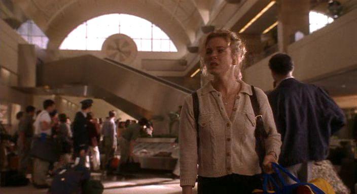 1. 46: <em>Jerry Maguire - A nagy hátraarc</em>(<em>Jerry Maguire</em>. Cameron Crowe 1996): Dorothy fiát, Ray-t keresve lép be a megalapozó plánba.