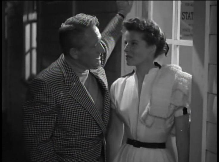 1. 60: <em>Pat és Mike</em> (<em>Pat and Mike</em>. George Cukor, 1952): hosszas dialógus kétalakos szekondplánban; Cukor plánválasztása lehetővé teszi Tracy és Hepburn számára, hogy a fesztelen bensőségességet a testtartásuk, illetve a karjuk helyzetével jelenítsék meg. Vö. az elrendezést az 1.47-1.48-as ábrákon.
