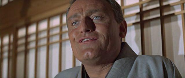 1.62: <em> Csak kétszer élsz</em> (<em>You Only Live Twice</em>. Lewis Gilbert, 1967): A Panavision formátum lehetővé teszi a szűk premier plánt, mégha a nagylátószögű lencsék torzítanak is.