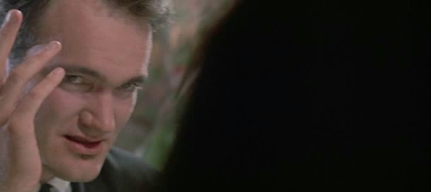 1.9: <em>Kutyaszorítóban</em> (<em>Reservoir Dogs</em>. Quentin Tarantino 1992): amint a kamera az asztalnál köröz, kiszúrja az egyik rablót, aki egy Madonna számot magyaráz. Az előtérben elsuhanó vállak elrejtik a vágásokat.