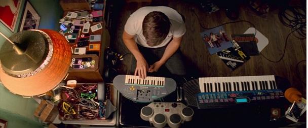 Baby szobája mint a zenei eszközök múzeuma