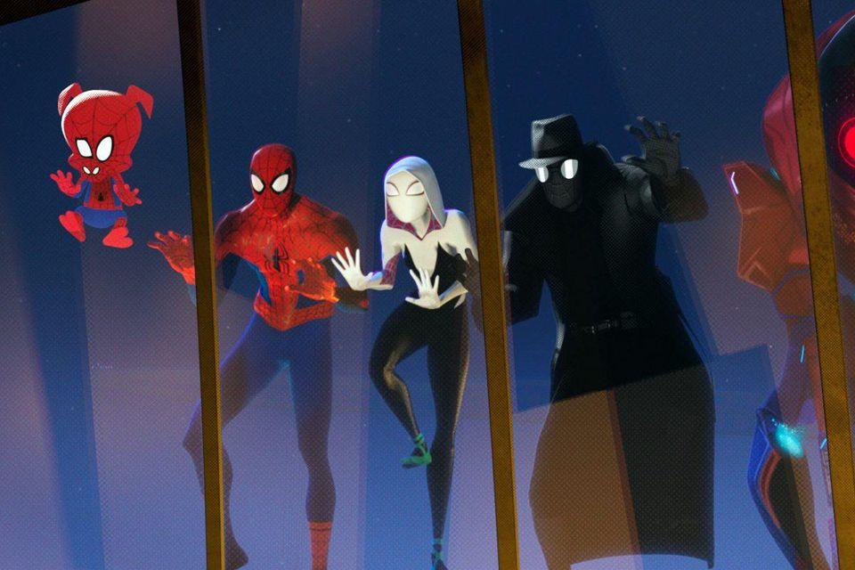 A szuperhősöknek régen csak alteregóik voltak, ma már egyenrangú módon, akárhányféle formában sokszorosíthatók (<em>Pókember – Irány a Pókverzum!</em>)
