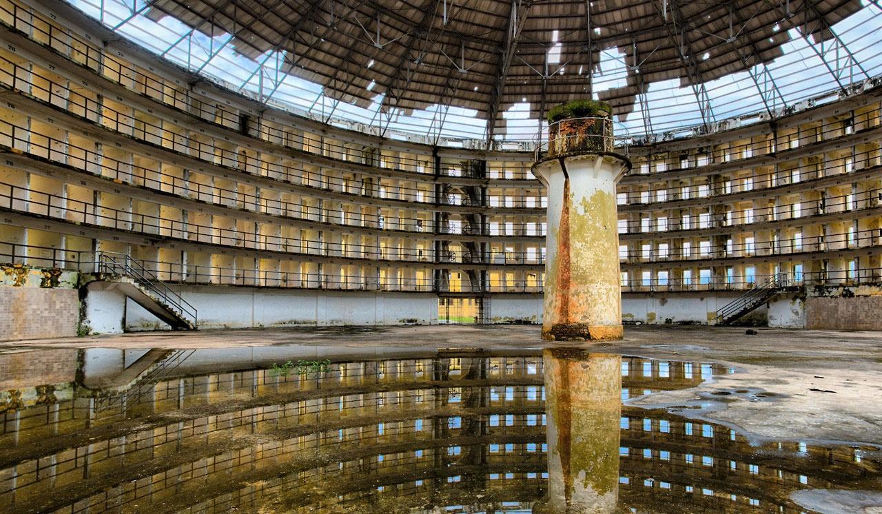 Az elhagyott Presidio Modelo börtön maradványai, amely egy valaha használatban lévő panoptikum volt Kubában
