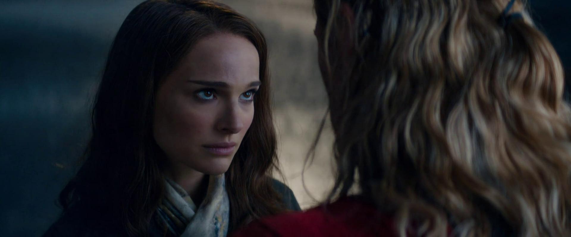 Jane Fostert a <em>Thor: Sötét világ</em> mindvégig tárgyiasítva, marginalizálva és infantilisként ábrázolja.