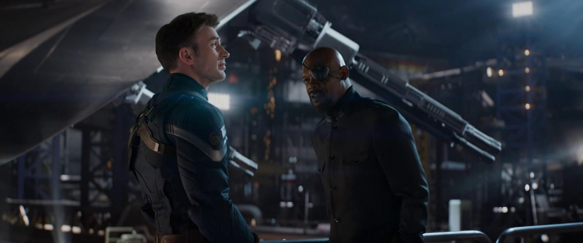 Amerika kapitány és Nick Fury a Vízió projektről társalog az <em>Amerika kapitány: A tél katonájá</em>ban. A jelenetben világosan a terror elleni háborúval kapcsolatos aggályok és félelmek fogalmazódnak meg.