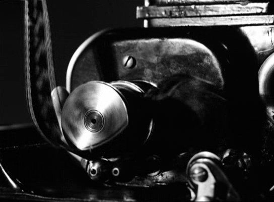 A film végén letekeredő filmszalag: elbeszélés és textualitás szintjeinek összekapcsolása.