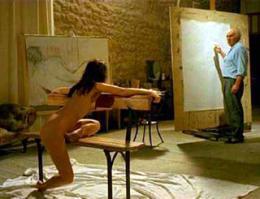 Festő (Michel Piccoli) és modellje (Emmanuelle Beart) Jacques Rivette Szép bajkeverő című filmjében.