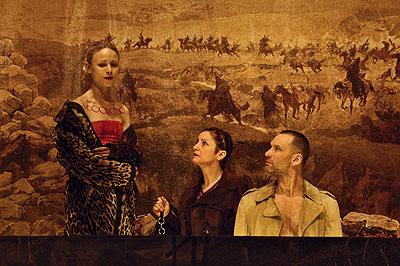 Panoptikumba illő figurák. Fotó: Egyed Péter, forrás: kontextus.hu