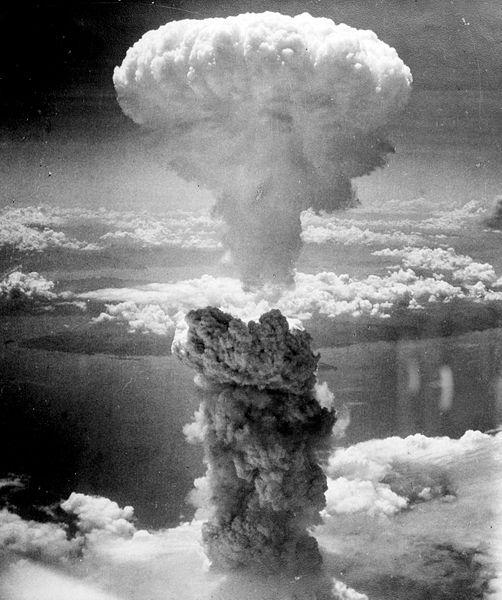 Az 1945. augusztus 9-én Nagasakira ledobott atombomba 18 km magas gombafelhője