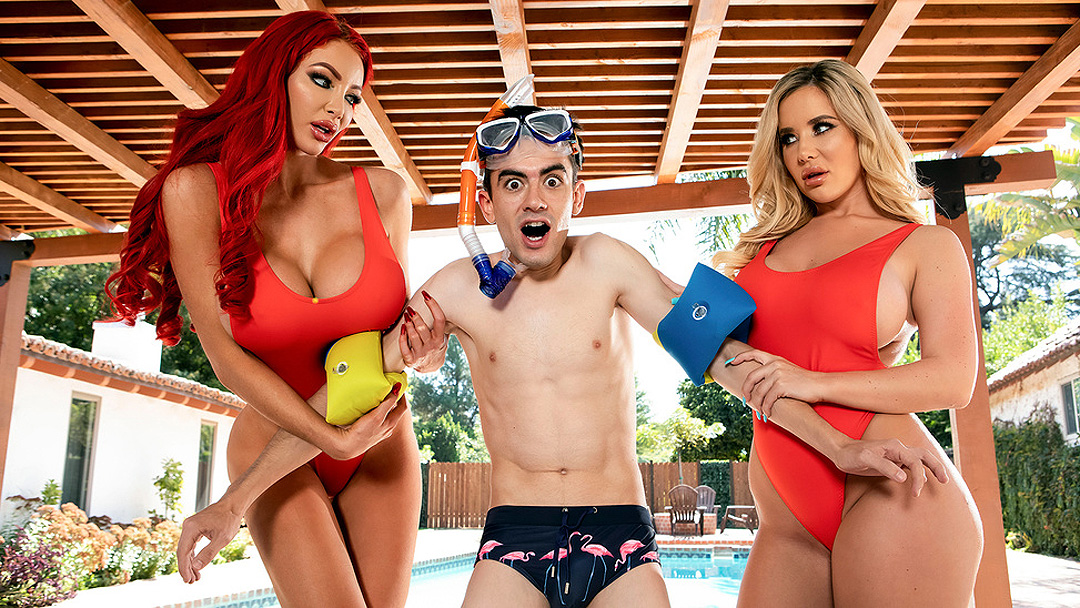 Jordi közös jelenetben Nicolette Shea-vel és Savannah Bonddal