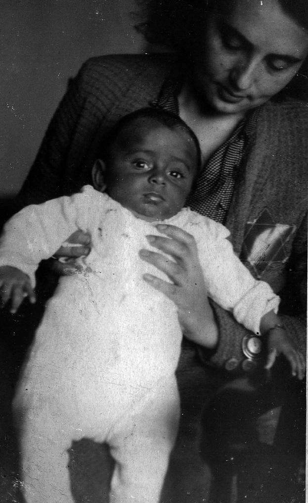 2. A gyermek Máté Gábor édesanyjával