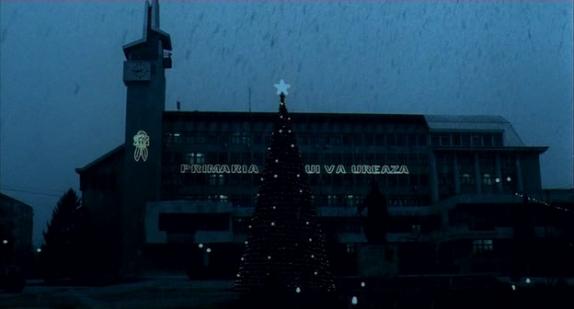 A film záró képe a karácsonyi díszkivilágításról