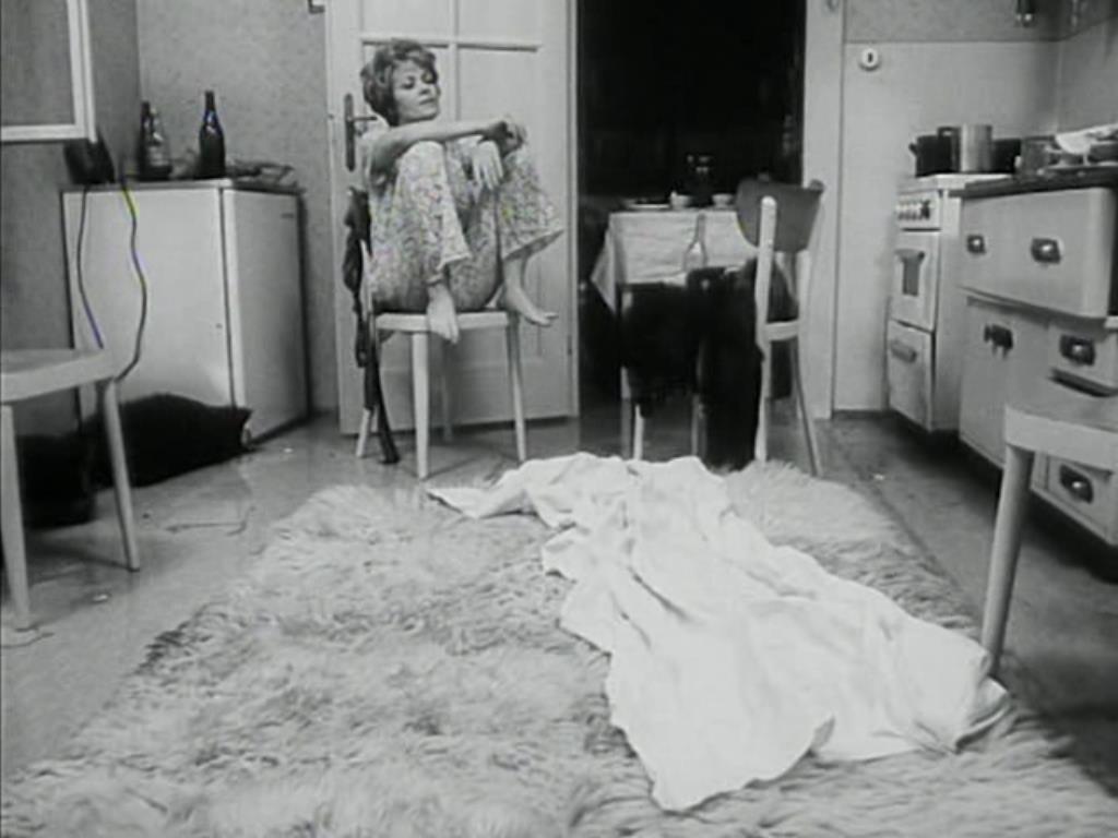 Anna (Jiřina Bohdalová) a konyhában  (<em>A fül</em>. Karel Kachyňa, 1970)