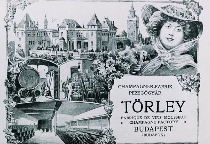 A kastély, a gyár és egy pezsgőző hölgy képe egy Törley-képeslapon, részint francia felirattal.