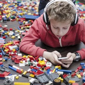 Márkák mémekben: A LEGO- és a Barbie-márkák megítélése az internetes mémek tükrében