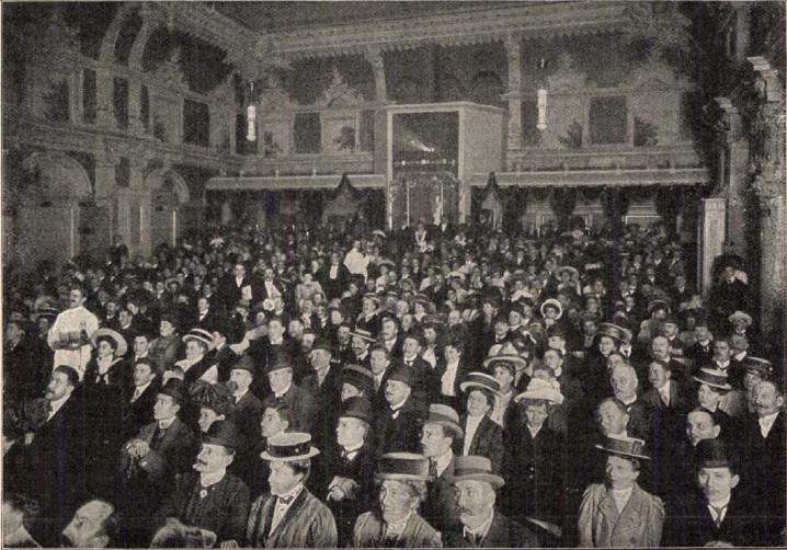 Egy nagy mozgófényképszínház közönsége. Forrás: Tolnai Világlapja, 1911.