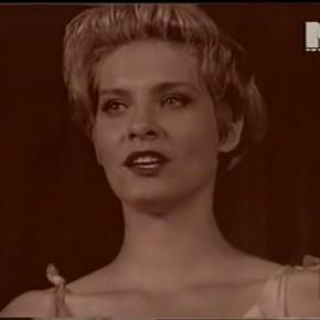 """Here she comes, surreal in her crown."" Szarajevó ostroma és a Miss Sarajevo klipváltozatai"