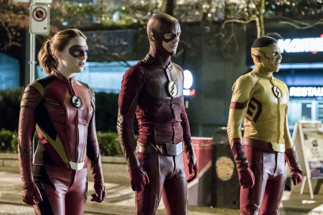 A Villám Kid Flash-sel (jobbra) és Jesse Quickkel (balra)