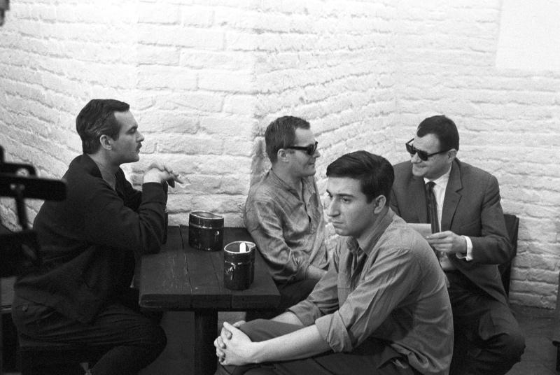 A <em>Hideg napok</em> forgatásán. Balról jobbra: Latinovits Zoltán, Darvas Iván, Szilágyi Tibor, Kovács András. Forrás: http://mandarchiv.hu