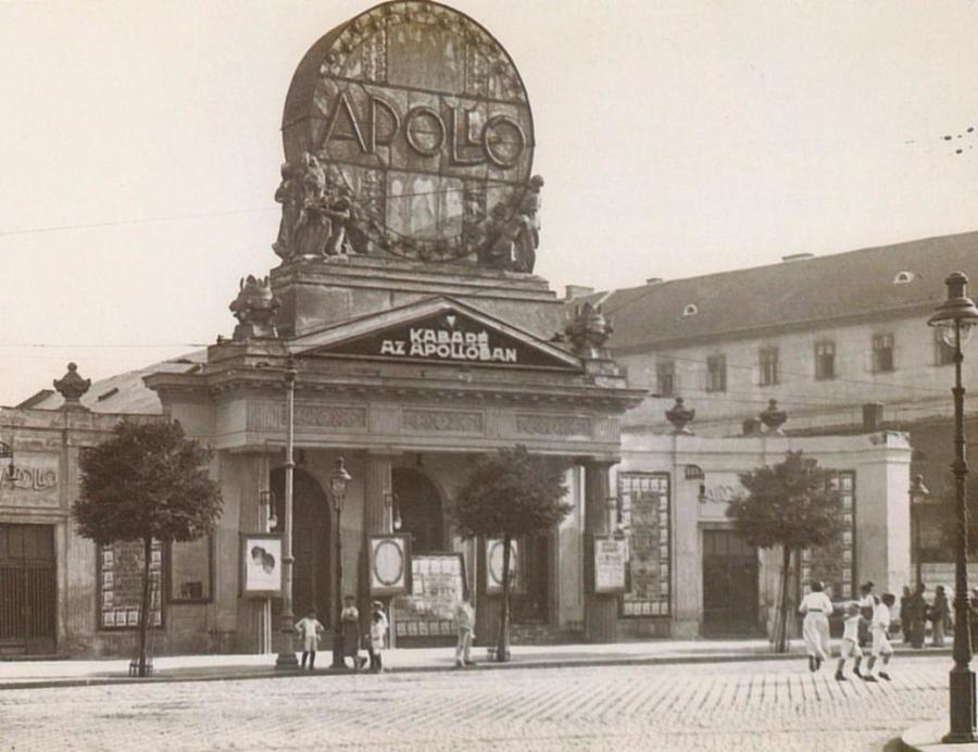 Az Apolló Mozi (1906-1923), melyet 1912-ben szkeccsek előadására alkalmas varietévé alakítanak.